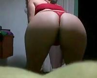 Amateur svelte girlie was dancing to show me her hot abdomen on livecam