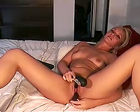 Beautiful stripped beauty is playing with her sex toy live on livecam