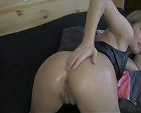 Oiledup white arse of a perverted and juvenile cutie on livecam