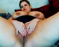 Webcam solo with aged BBW kneading her mangos and rubbing her cookie