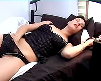 Nasty dark brown chick fingers her pussy in homemade solo video