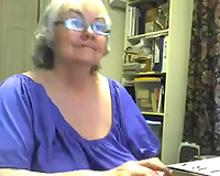Crazy livecam solo with a plump granny toying her rock hard snatch