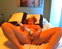 Kinky milf toys her snatch to orgasm in homemade solo movie