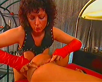 Hardcore anal sex in foursome with dark brown goddess on vintage clip