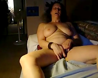 My plump wifey masturbates with a sex toy previous to sleeping