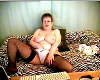Short haired white granny on livecam in hawt nylons