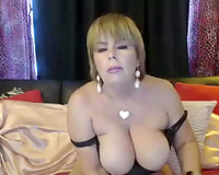 Full bodied older woman showing me her hawt boobies on cam