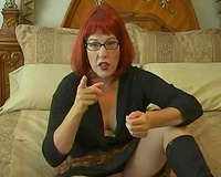 Bootylicious aged redhead white lady on livecam showing her chocolate hole