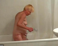 Chubby blond granny in the baths flashing bare on livecam