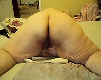 Dirty and old SSBBW slut enchanting herself in doggy style position