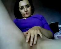 Stout in back brunette mom gives me masturbation solo on web camera