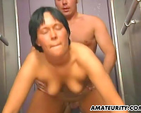Amateur pair fucking in an elevator