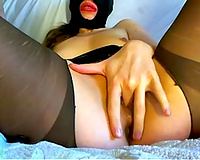 Masked chick stretches her vaginal lips with golf ball