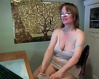 Mature woman with saggy scoops fingering herself on cam session