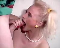 Blonde and brunette vintage sluts share a dude for FFM
