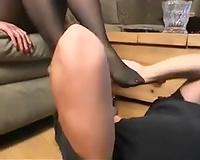 My hubby licks my feet in homemade foot fetish clip