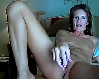 Mature white wife fingering and toying her cum-hole sensually