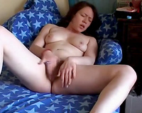 Watch my lustful girlfriend rubbing her curly slit