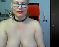 Nerdy golden-haired haired older slut positions topless for me on livecam