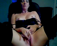 My co-worker toys her chocolate hole in astonishing cam solo show