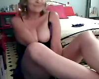 Kinky mature blond mamma caresses her coochie on livecam
