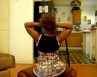 Flexible dark hottie shaking her gazoo and dancing seductively in non-professional video