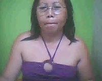 Mature cam bitch from Philippines masturbates for me