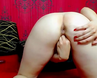Milk skinned hoe stretches her twat with fingers in non-professional clip