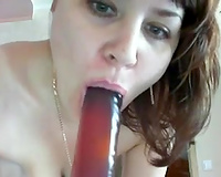 Sexy mom shows me her hawt body and enjoys anal dilation