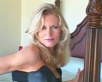 Classy Mature White Wife fucks BBC (Camaster)