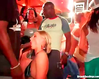 Slut at a dance party gives BBC a oral