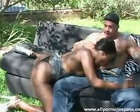 Muscular white man acquires head from dark bitch