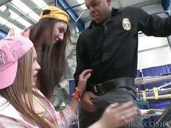 Black police officer blown by teenage cuties