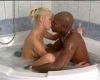 Karol Lilien aka Sarol sucks a black dick in the bath