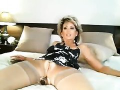 Stunning blonde mature pussy getting naked on webcam