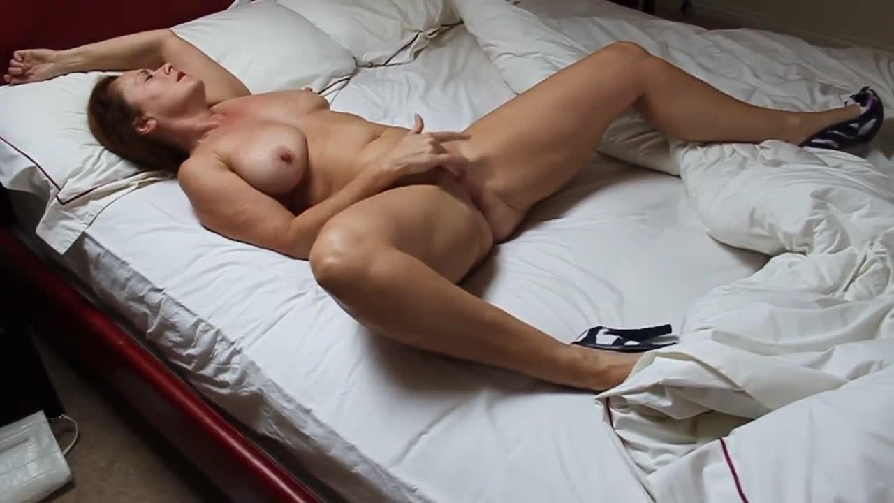 Mom Fucks Herself To Orgasm