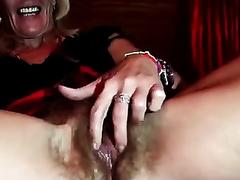 Unbelievably slutty granny masturbates for me on livecam