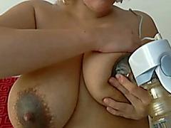 Huge natural billibongs of my lalin girl milf housewife milked with pump