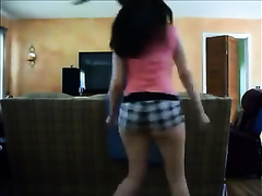 Lovely pale skin BBC slut can't live without shaking her giant wazoo on livecam