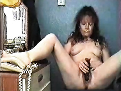 Horny aged slutwife toyed her pussy in her room on the cam
