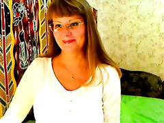 Pregnant milf shows her large belly and natural mambos for the webcam