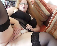 Self assured aged slut is flaunting her enormously biggest booty