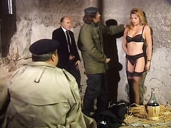 Hussy blonde jade gives deepthroat blowjob in perverted retro porn clip