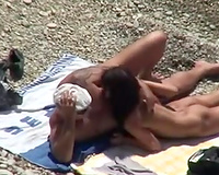 I love to spy on barefaced people on the bare beach