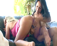 Chubby lesbo chicks please each other with face hole and fingers