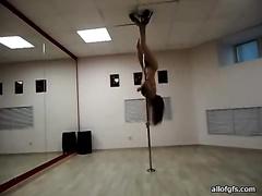Professional stripper Leila gives terrific pole dance in hawt underware