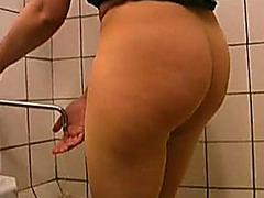Amateur bulky Russian wife pees in her hose in the crap-house room