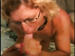 Slutty aged doxy acquires on her knees and gives me a damn fine oral-job