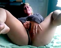 Mature black cock slut tastes her own fingers after masturbation on webcam