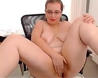 Hot and nasty webcam doxy finger bangs her slit for me